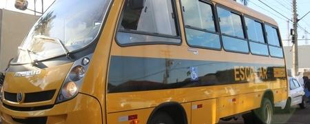 Prefeitura reforça transporte escolar com micro-ônibus adaptado