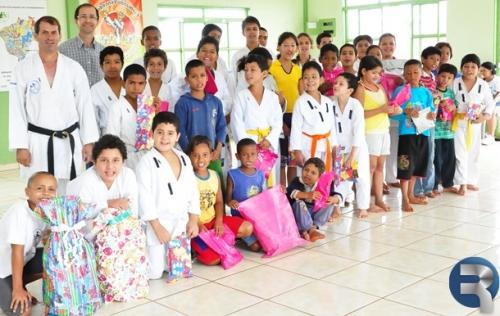 Projeto social de Karatê realizou sorteio de brindes aos Karatekas