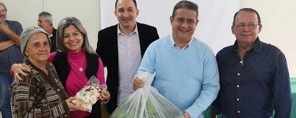 Prefeitura elabora programa de compra da agricultura familiar e doa cestas 'verdes