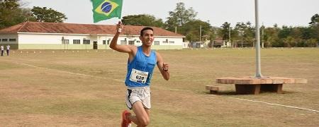 Com 22 anos, sidrolandense faz 5 km em 16 min e vence 'Corrida Duque de Caxias