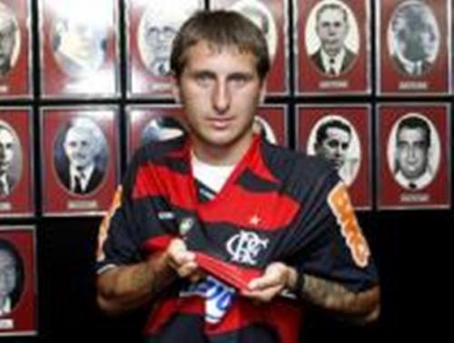 Flamengo anuncia oficialmente contratação do argentino Bottinelli