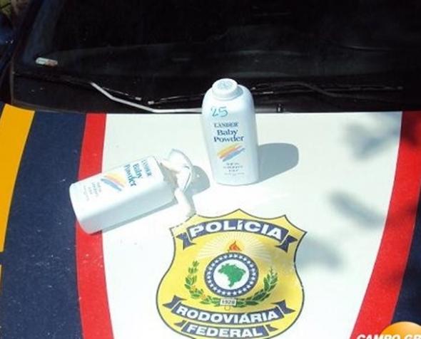 Boliviano é flagrado com cocaína em embalagens de talco para bebês
