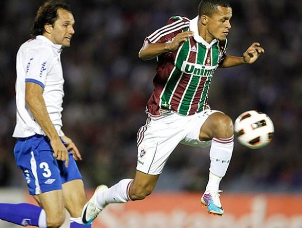 Garcia faz dois, e Fluminense fica em situação delicada na Libertadores