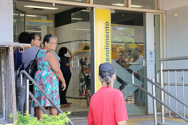 INSS começa a pagar nesta sexta a 1ª parcela do 13º de aposentados e pensionistas
