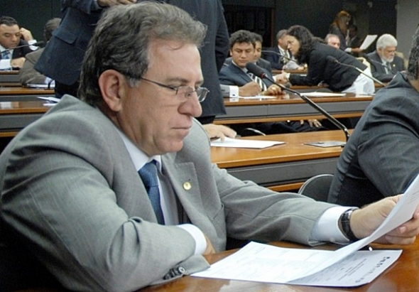 Reforma prevê que prefeitos eleitos em 2012 deverão ter mandato de 6 anos