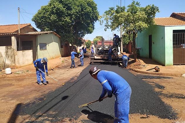 Agesul inicia asfalto na Rua Osvaldo Pereira de Brito, via de 250 metros no Jardim Pindorama