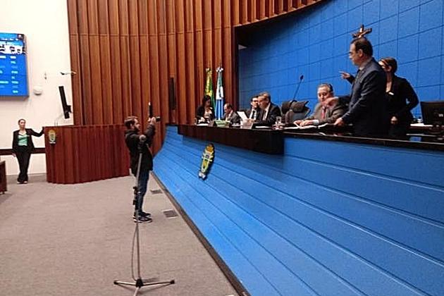 Em 1ª votação, deputados aprovam projetos da nota premiada e Refis