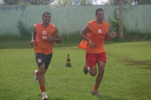 Comercial inicia semana com treinos físicos no CT do clube