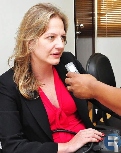 Delegada Titular Drª. Gabriela Stainle  é apresentada a autoridades