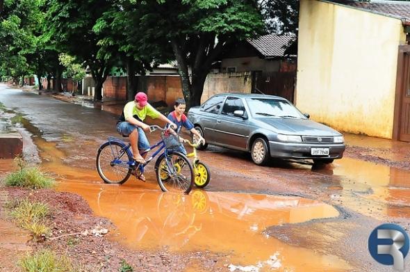 Vereador Waldemar solicita recuperação de asfalto ao poder público