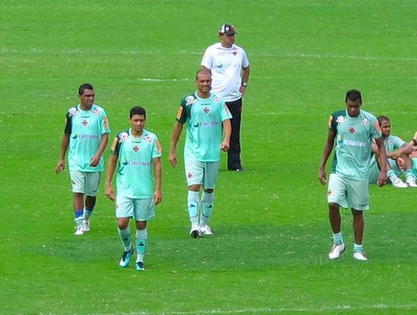 Sem folia, Ricardo Gomes dá ênfase ao trabalho defensivo