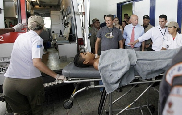Atirador entra em escola em Realengo, mata alunos e se suicida