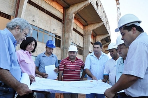 Délia Razuk acompanha o início das obras de readequação do estádio Douradão