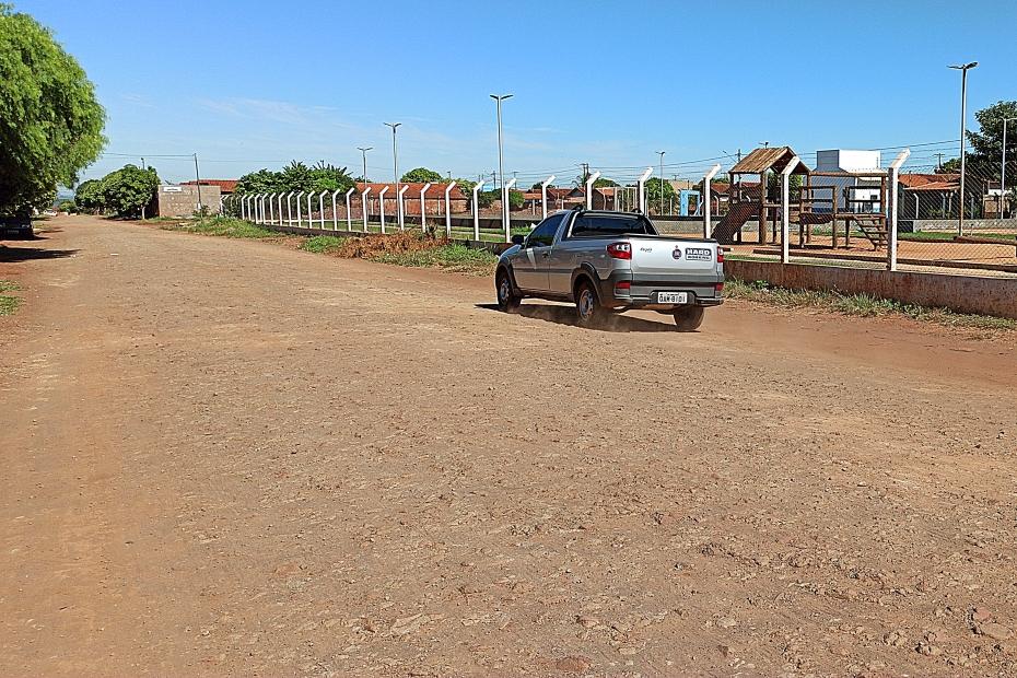 Empresa do Paraná vai asfaltar Rua Hugo Yule e pista de caminhada terá nova licitação