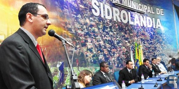 Com plenário lotado, vereadores iniciam ano legislativo em Sidrolândia