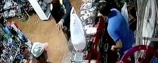 Câmeras de segurança flagraram ação de assaltantes na Loja Gêmeos em Sidrolândia