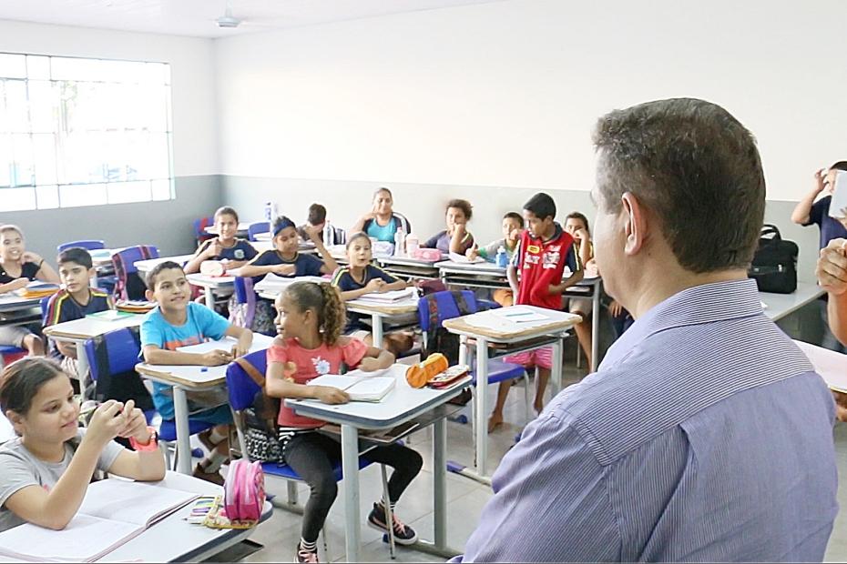 Educação estuda antecipar para maio férias escolares do meio do ano