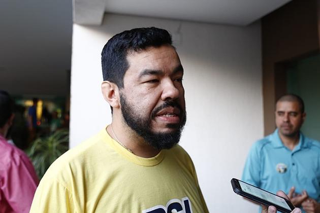 Em discussão no Twitter, Trutis revela rejeição a ministro e filho de Bolsonaro