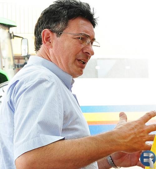 Dalto Pavei se emociona durante reunião com funcionários