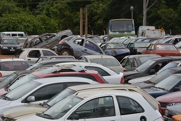 Leilão presencial de veículos e sucatas acontece em dezembro