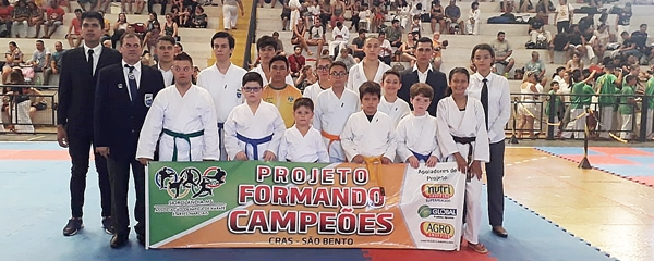 Caratecas sidrolandenses conquistam 11 medalhas na Final do Estadual de Karatê Olímpico
