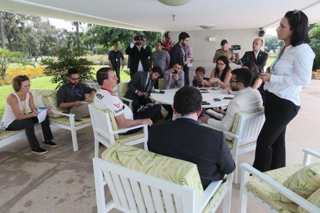 Bolsonaro quer elevar isenção do IR para R$ 3 mil por mês