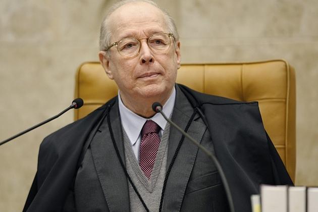 Celso de Mello arquiva pedido de apreensão de celulares de Jair Bolsonaro e filho