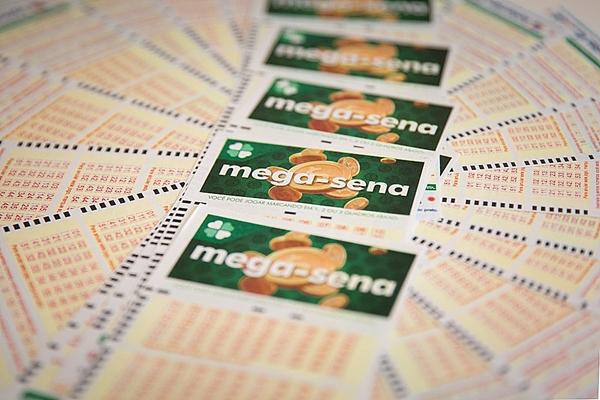 Mega-Sena pode pagar prêmio de R$ 20 milhões nesta quarta-feira