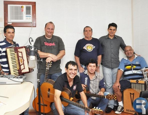 Vereador Waldemar acosta recebe músicos sidrolandenses em programa de Rádio