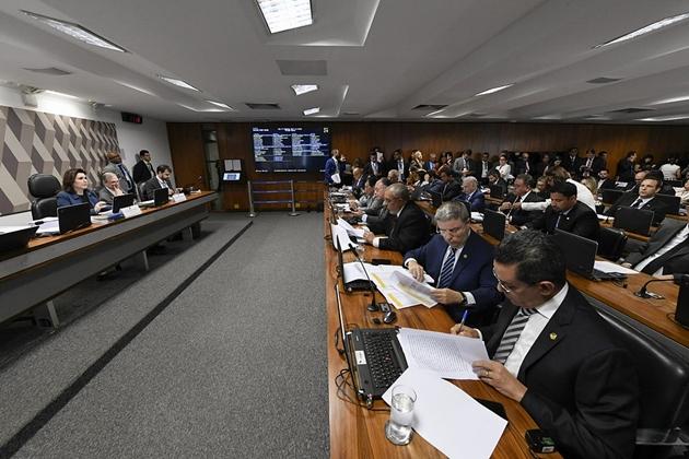 CCJ do Senado aprova PEC para incluir estados e municípios na reforma da Previdência
