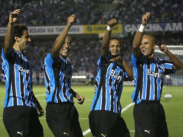 Com três de Borges, Grêmio vence o Cruzeiro-Poa e vai à final do turno