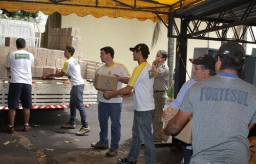 Sanesul envia água tratada para as vítimas dos desastres no RJ