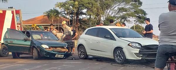 Dois feridos em colisão no cruzamento Antero/Rio Grande do Norte