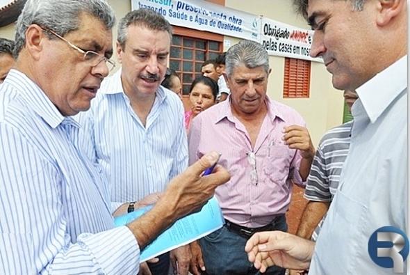Francisco Arruda entrega a Puccinelli planejamento de ações