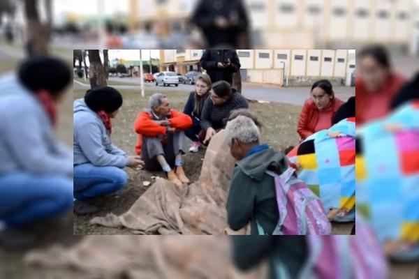 Assistência Social aborda pessoas que moram na rua para protegê-las do Covid-19