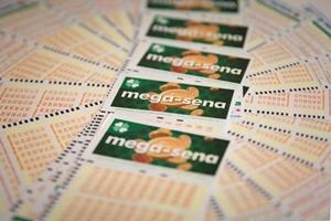 Mega-Sena pode pagar prêmio de R$ 4 milhões neste sábado