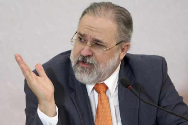 Aras defende manter proibição ao governo federal de derrubar decisões de estados e municípios sobre isolamento