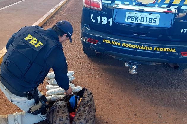 Policiais apreendem 5,6 kg de skunk em mala dentro de micro-ônibus em Sidrolândia