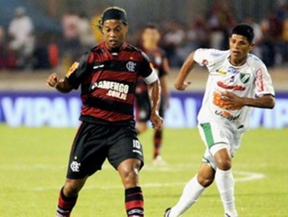 Flamengo joga só 25 minutos, faz três gols e avança à segunda fase