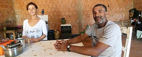 Pedreiro da Bahia recomeça vida em Sidrolândia após encontrar cara-metade na internet