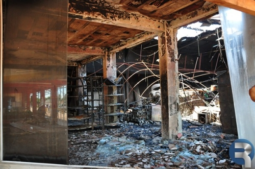 Mau cheiro nos escombros do Nutri Shopping se exala no centro de Sidrolândia