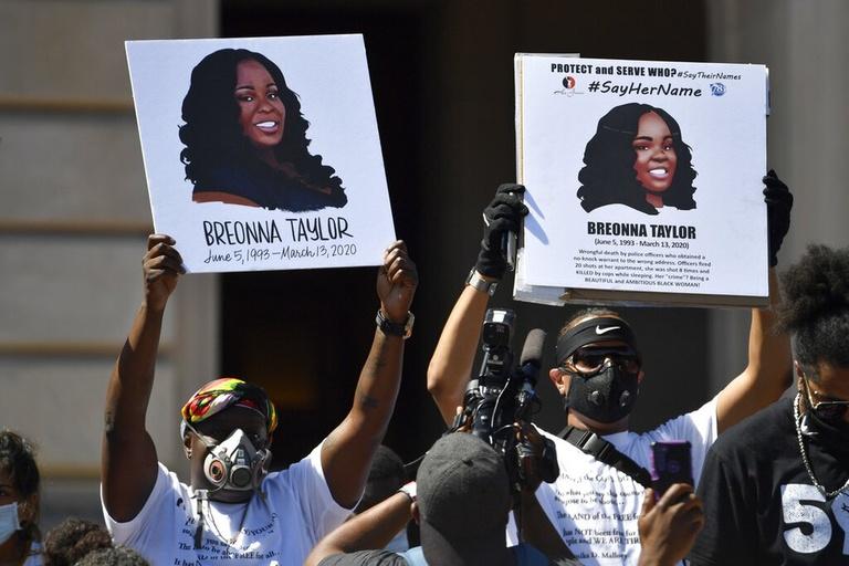 Policial vai responder por morte de Breonna Taylor, nos EUA