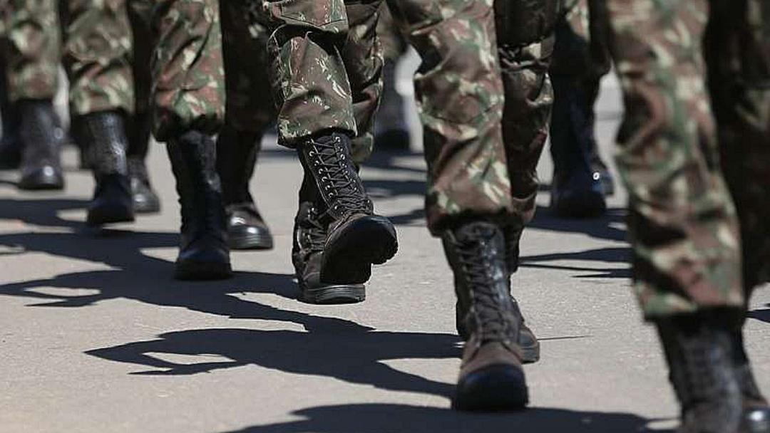 Apesar de recorde de candidaturas, número de militares eleitos cai no país