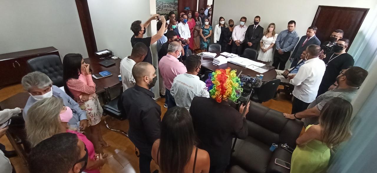 Vanda Camilo toma posse e se torna a 1ª mulher a assumir a Prefeitura de Sidrolândia