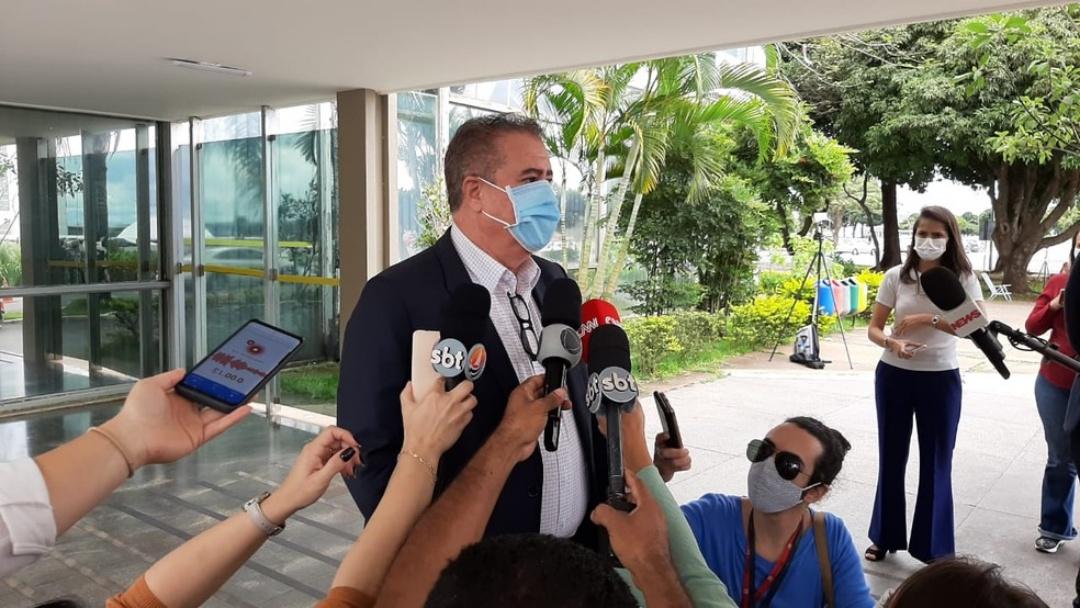 Pazuello anunciou que vacinação começa na quarta, dizem prefeitos