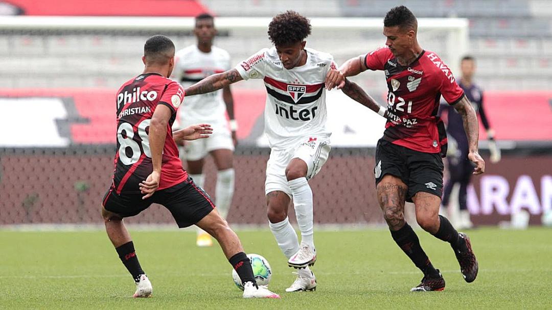 São Paulo empata com Athletico-PR e segura liderança