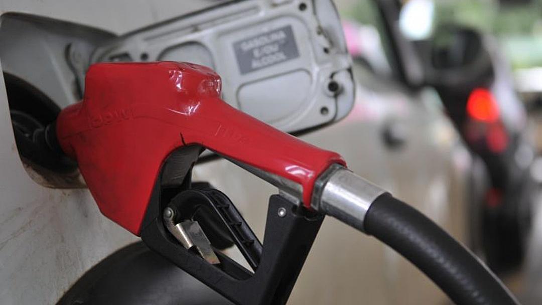 Petrobras reajusta gasolina em 7,6%; aumento vale a partir de terça