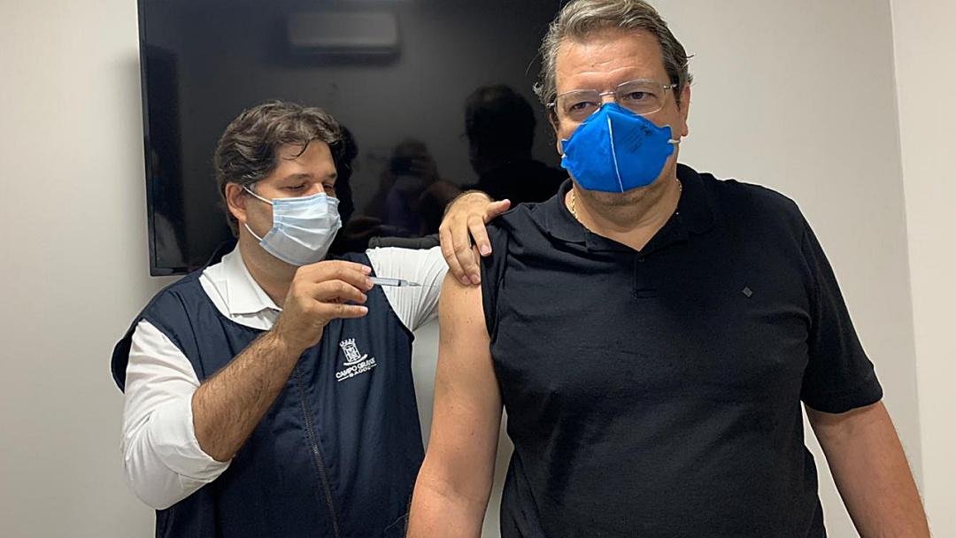 'Em breve estaremos todos bem', diz médico Sérgio Ocampos vacinado contra Covid-19