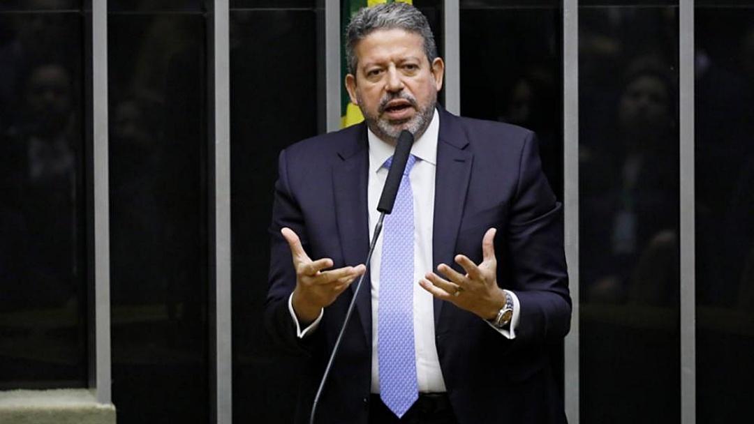 Rachado, PSL passa oficialmente para o bloco de Arthur Lira