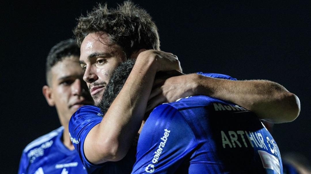 Cruzeiro evita queda na Série B e distancia Operário-PR